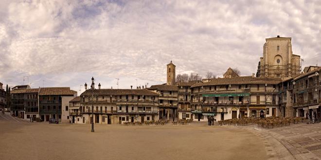 Plaza-Mayor-de-Chinchón-al-atardecer---StylusViajes