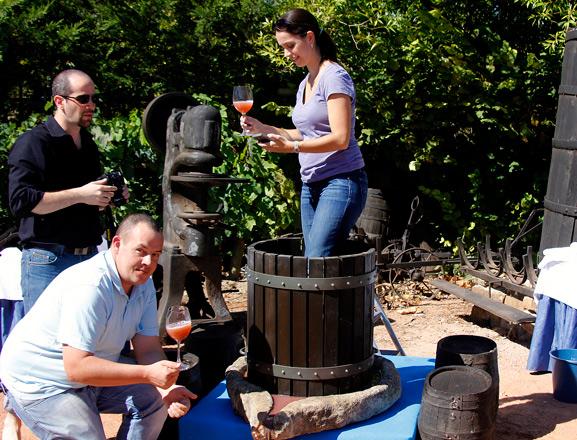 Conviértete en 'bodeguero por un día' en la Ruta del Vino de Rioja Alavesa