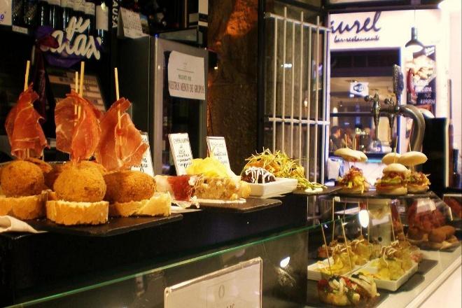 La calle Laurel de Logroño. Pinchos acompañados de buen Rioja