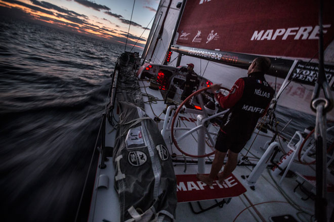 Maniobras en la oscuridad en la 3ª etapa de la Volvo Ocean Race, www.globalstylus.com www.stylusnautica.com