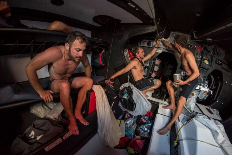 Las tripulaciones de la VOR vuelven a Europa con el cuerpo maltrecho