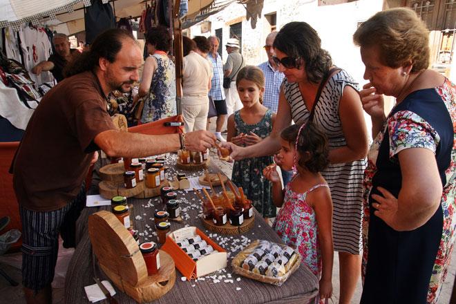 Las mujeres de Manzanera consolidan la Feria de Los Ángeles