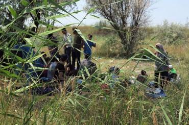 Familias sirias refugiadas entre Serbia y Hungría necesitan alimentos, kits higiénicos y abrigo