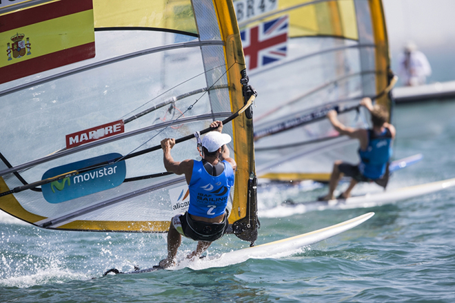 El alicantino Iván Pastor: oro en la final de windsurf celebrada en Abu Dhabi