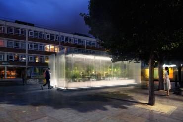 """Asif Khan explora los pequeños espacios de la arquitectura urbana en la instalación MINI LIVING """"Forests"""""""