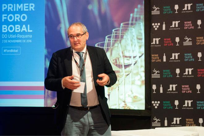 Pedro Ballesteros destaca el estilo único de la Bobal en Utiel-Requena