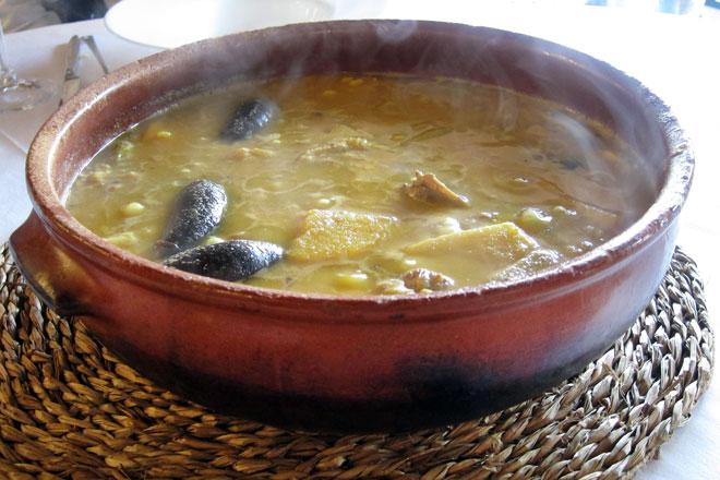 Arroz con pato en cazuela de barro. Alqueria de la Font d'En Corts. GlobalStylus.com