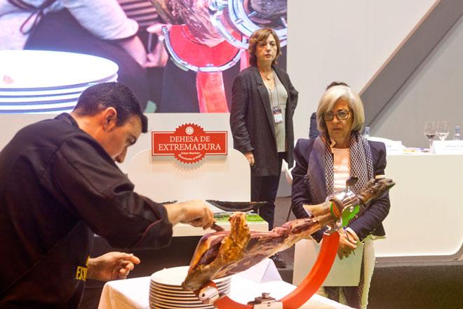 Concurso de Cortadores de Jamón / Dehesa de Extremadura, que se celebrará el lunes 24 de abril de 2017. Esta es la actividad más veterana del Salón de Gourmets, la Feria de Alimentación y Bebidas de Calidad, única en Europa dedicada a los productos de alta gama