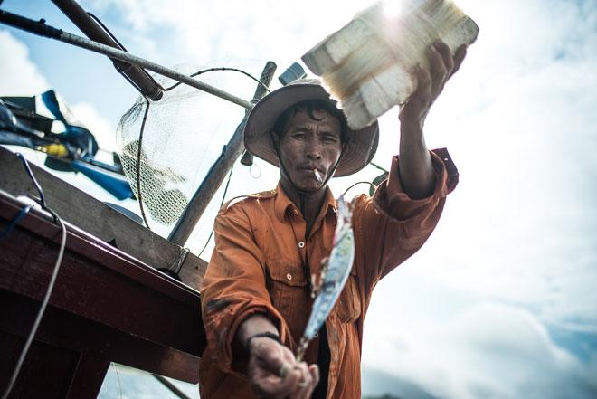 Los mercaderes de pescado de las islas Cham, Vietnam. Foto: Sabastià Galbany