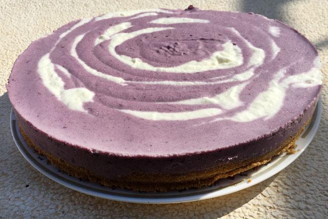 Tarta de yogur y moras, repostería sana sin encender el horno