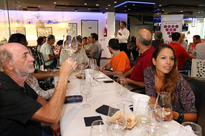 Las formas de servir el Cava. Asociación Valenciana de Sumilleres ASVASU