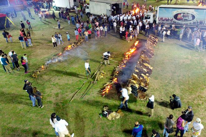 Uruguay recupera el Récord Guinnes mundial del asado con cuero
