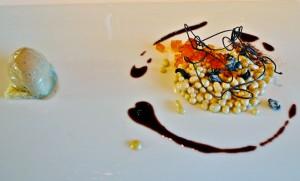 Vainilla, regaliz, caramelo y aceitunas negras garrapiñadas con helado de vainillas de Tahití