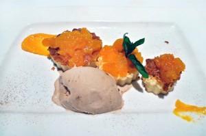 6---Tarta-de-queso-con-puré-de-orejones-y-helado-de-té-negro-pakistaní,-Restaurante-Yain---StylusGastro