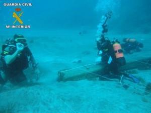 Buceadores de la Guardia Civil en una inmersión de la 'operación Ánfora'