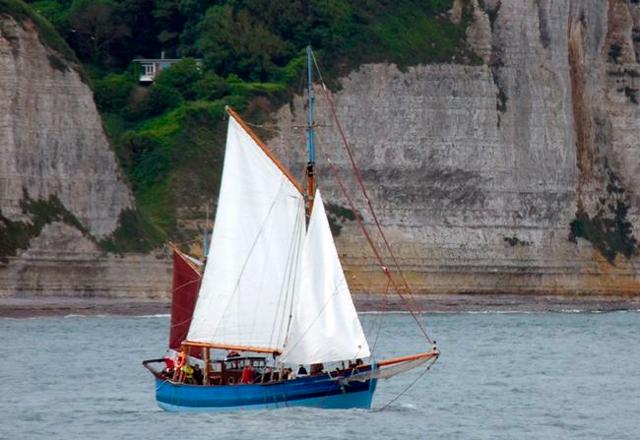 Los vinos naturales reflotan la navegación de cabotaje a vela