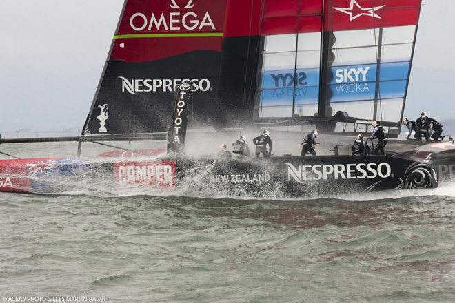 Emirates Team New Zealand favorito en la  Louis Vuitton tras conseguir el record de 44,15 millas con su AC72