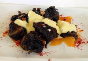 restaurante-la-aldea----bravas--en-tempura-negra