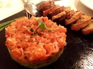 Restaurante-Mar-d-Avellanes---Tartar-de-guacamole-y-salmón