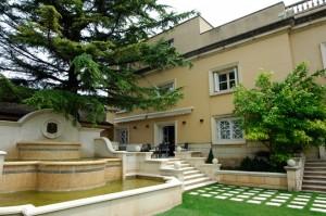Marqués-de-Cáceres-enoturismo-jardin-bodega