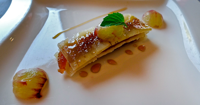 Milhojas de queso con membrillo y uvas