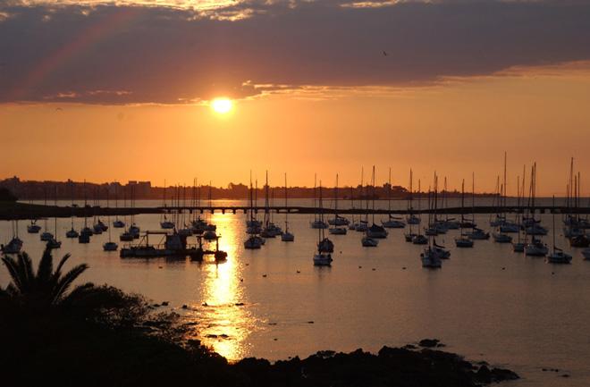 Uruguay muestra sus atractivos turísticos en cuatro guías ebook