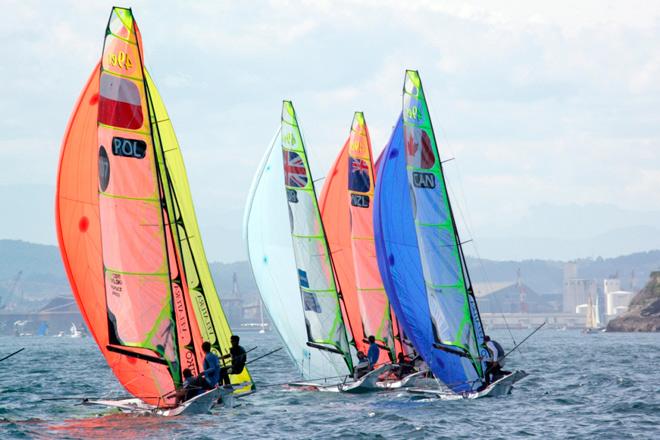 Día complicado en el Santander 2014 ISAF Sailing World Championships, en el con algunas clases no han podido estrenarse, siendo el Grupo Amarillo de los 49er el único en lograr completar dos mangas