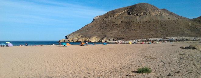 Mar turquesa, paisajes desérticos, Almería aún ofrece un destino sin el avasallamiento turístico. GlobalStylus.com
