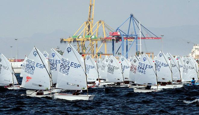160 jóvenes navegantes compiten en el Trofeo Valencia Vela Infantil a favor de UNICEF