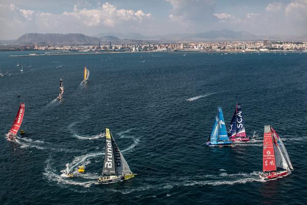 La flota al completo en la primera In-Port en Alicante - Foto David Ramos - Volvo Ocean Race