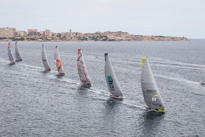La Volvo Ocean Race sale de Alicante con el Team Brunel en cabeza y MAPFRE tercero