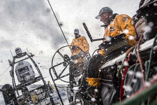 Cabalgar las olas, o esquivar la tormenta? Volvo Ocean Race, VOR, www.globalstylus.com www.stylusnautica.com