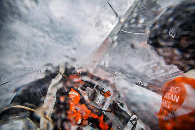 El viento azota la flota de la VOR. Crónica de guardia 9 de febrero