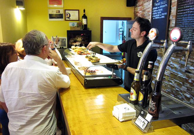 Comer de pinchos en Teruel, La Barrica Bar