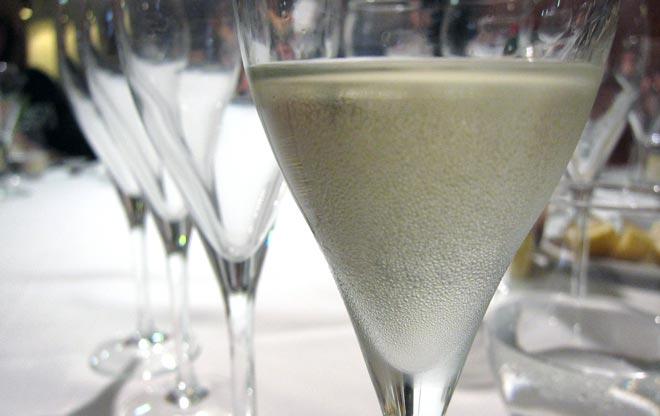 El Bureau du Champagne instruye sobre el elegante vino de las burbujas y de las aspiraciones