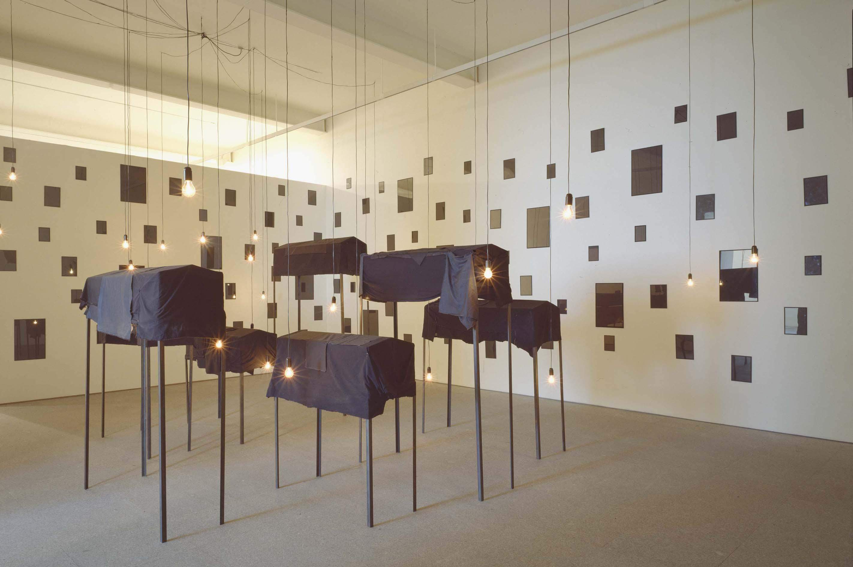 Les tombeaux, 1996. Christian Boltanski