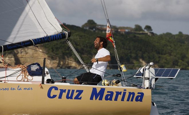 Fidel Turienzo, primer español en acabar la regata Mini Transat 2015 tras 16 días de navegación en solitario