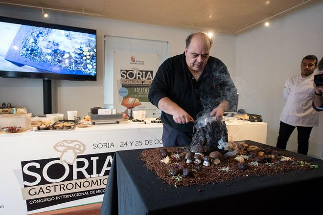 La pastelería micológica de José Fernández impacta en 'Soria Gastronómica'