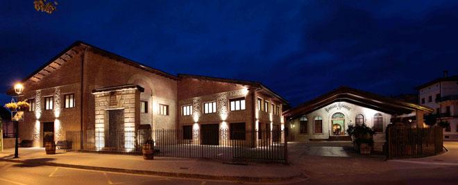 La exposición 'Bodegón' llena de sugerentes imágenes la sala de Bodegas Riojanas