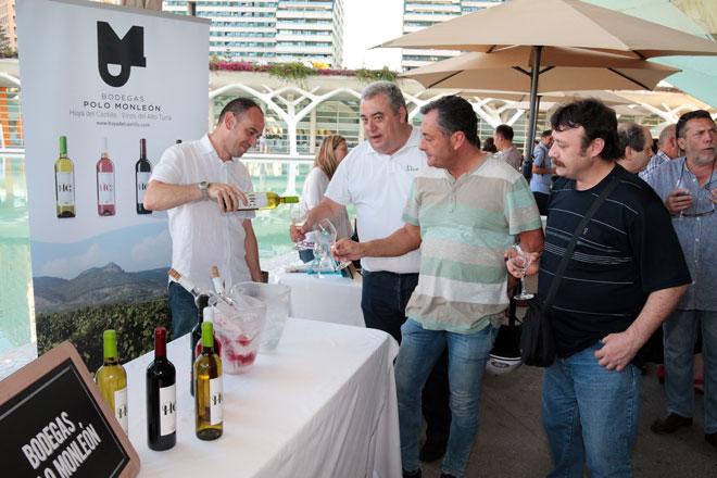 Los reconocimientos, el arte y las nuevas añadas lucen en la 'Noche del Vino' de Valencia