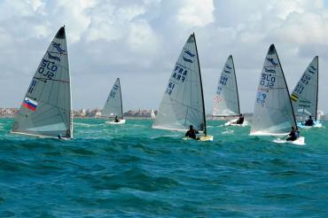 El británico Edward Wright gana el Europeo de Finn disputado en Cádiz, con Pablo Guitián mejor español clasificado