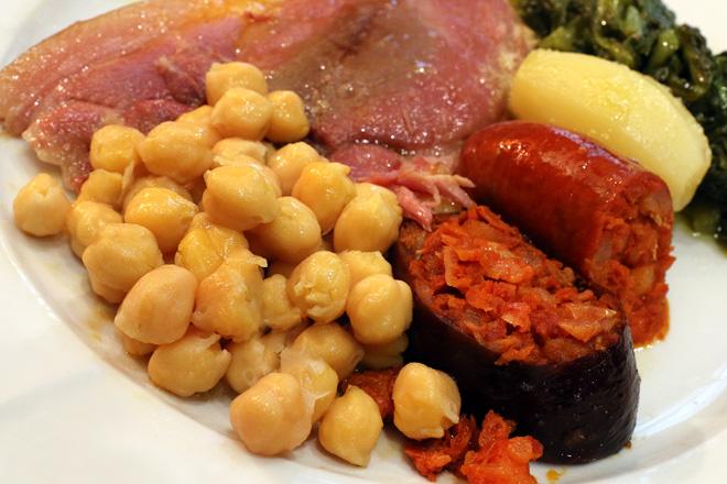 La ineludible 'Laconada' del Restaurante Eladio, València, lacón con grelos