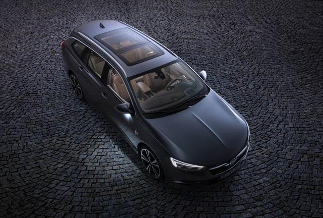 Los Opel lucen más luminosos con techos panorámicos
