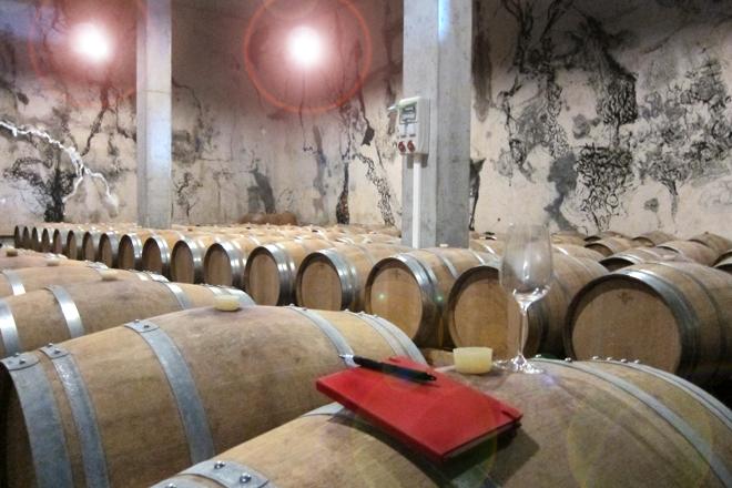 Mas Blanch i Jové, La Vinya dels Artistes, Gregorio Iglesias, Sala de barricas
