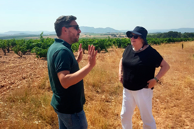 La diversidad de suelos y microclimas de la DO Valencia seducen a Sarah Jane Evans MW
