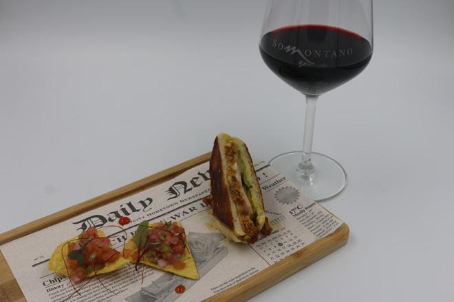 """El Festival Vino Somontano bate récord histórico. El premio a la mejor tapa ha sido para el """"sándwich de la cubanita de Barbastro (nuestro ternasco de visita en Miami)"""" del hostal El Portal, de Alcolea del Cinca."""