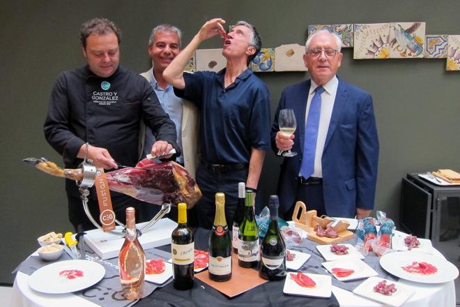 Ocho tipos de vinos y cuatro cortes de jamón de bellota Premium Reserve de Castro y González, puro divertimento