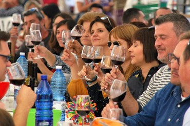 Programa del Festival Viniterrània i la trobada Internacional de Vi de Benlloc, de l'1 al 3 de novembre
