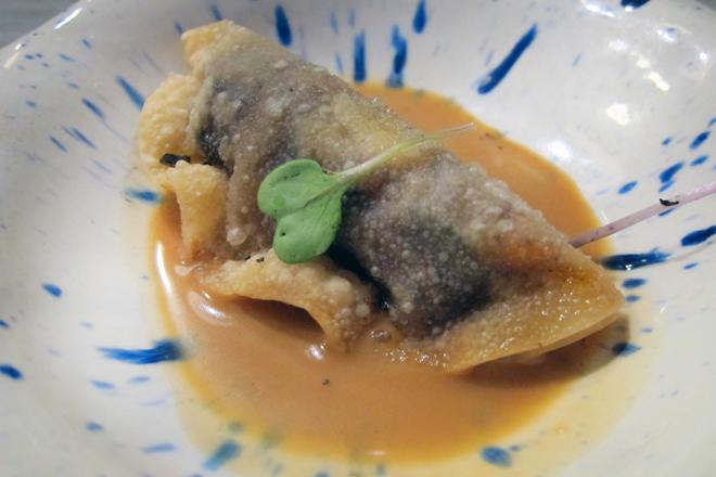 Restaurante Malkebien, empanadillas japonesas, gyozas de lacón y morcilla