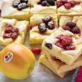 Tarta esponjosa de manzana Golden de Val Venosta y frutas del bosque